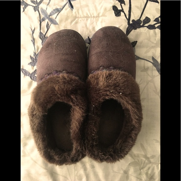 Isotoner Warm House Slippers With Thick Sole